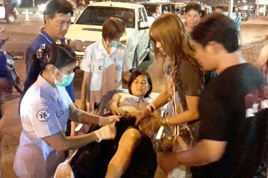 4 người bị thương tại quận Klaeng của tỉnh Rayong đêm 14-2. Ảnh: Bangkok Post