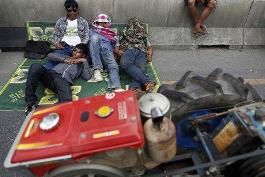 Họ quyết định quay về sau khi chính phủ hứa trả tiền vào tuần tới... Ảnh: Reuters