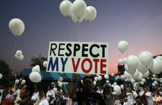 Tuần hành ủng hộ bầu cử ở Bangkok ngày 31-1. Ảnh: Reuters