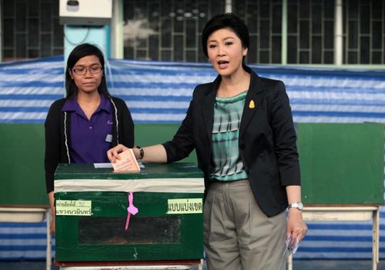 Bà Yingluck bỏ phiếu ở quận Bung Kum, Bangkok. Ảnh: Bangkok Post