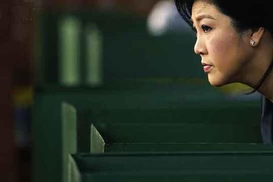 Bà Yingluck tại một điểm bỏ phiếu ở Bangkok ngày 2-2. Ảnh: veooz.com