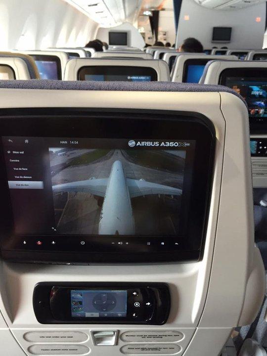 Bộ trưởng Đinh La Thăng bay trình diễn cùng máy bay thế hệ mới A350 XWB