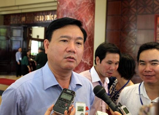 Bộ trưởng Đinh La Thăng trả lời phỏng vấn bên lề Quốc hội