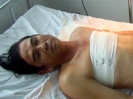 Ông Quang đang nằm điều trị tại bệnh viện