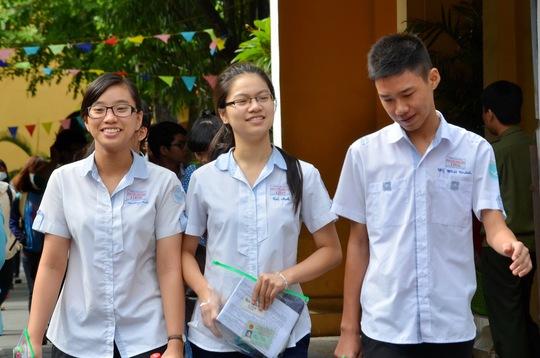 Thí sinh sau giờ thi môn hóa tại Trường THPT Nguyễn Thị Minh Khai - điểm thi của Trường ĐH Y Dược TP HCm. Ảnh: T. Thạnh