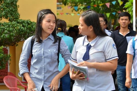 Thí sinh dự thi môn hóa tại Trường THPT Nguyễn Thị Minh Khai - điểm thi của Trường ĐH Y Dược Phạm Ngọc Thạch. Ảnh: T. Thạnh