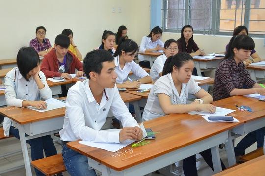 Thí sinh dự thi môn toán tại Hội đồng thi Trường ĐH Sài Gòn. Ảnh: T. Thạnh