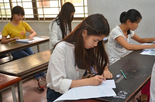 Thí sinh làm bài thi chiều 9-7 tại Hội đồng thi ĐH Bách Khoa. Ảnh: T. Thạnh