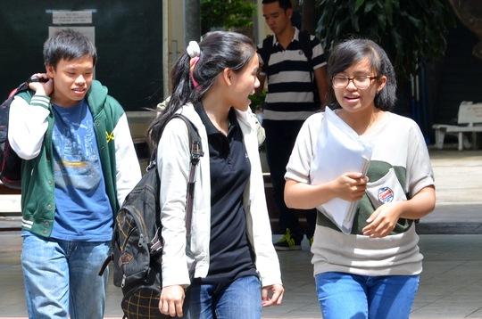 Thí sinh thi môn ngữ văn tại Trường THPT Nguyễn Thị Sáu - điểm thi của Trường ĐH Khoa học Xã hội và Nhân văn. Ảnh: T. Thạnh