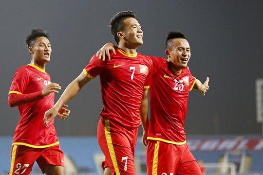 Hoàng Thịnh (7) ăn mừng bàn thắng trong trận thắng Malaysia 3-1 hôm 16-11