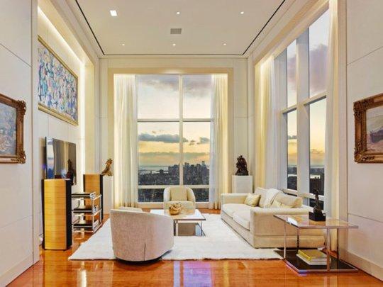 Một trong nhiều phòng của căn hộ penthouse với cảnh quan tuyệt đẹp.