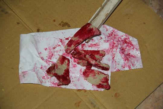 Thịt lợn đã luộc chín bỗng chuyển sang màu đỏ tươi gây hoang mang trong dân chúng