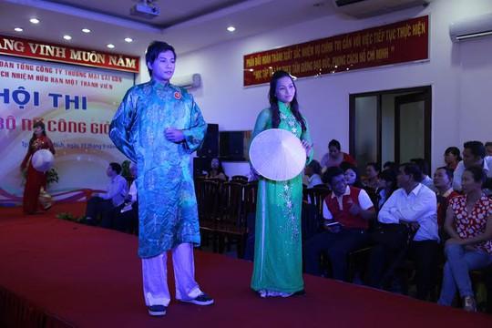 Thí sinh trong phần thi thời trang tại Hội thi Cán bộ nữ công giỏi do Công đoàn Tổng Công ty Thương mại Sài Gòn tổ chức