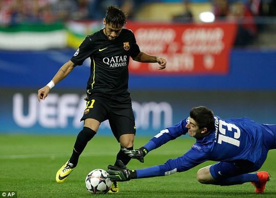Thủ môn Cuotoirs choi rất hay trong trận thắng Barcelona