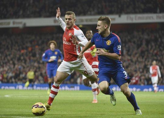 Wilshere (Arsenal) và Luke Shaw (M.U) củng chấn thương nặng sau trận đại chiến giữa 2 đội