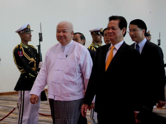 Đại diện Chính phủ Myanmar đón Thủ tướng Nguyễn Tấn Dũng tại sân bay