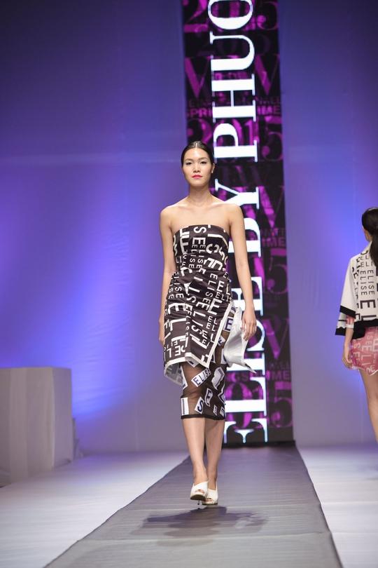 Hoa hậu Thuỳ Dung trên sàn catwalk