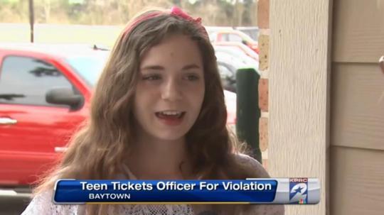 Cô bé Annie James viết giấy phạt cảnh sát. Ảnh: New York Daily News