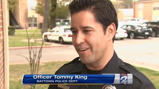 Cảnh sát Tommy King. Ảnh: New York Daily News