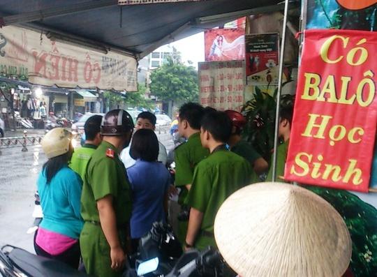 """Tiệm tạp hóa """"Cô Hiền"""" số 1202 Quang Trung, phường 8, quận Gò Vấp – TP HCM, nơi xảy ra vụ án mạng làm 1 người chết, 1 người trọng thương vào chiều 29-7."""