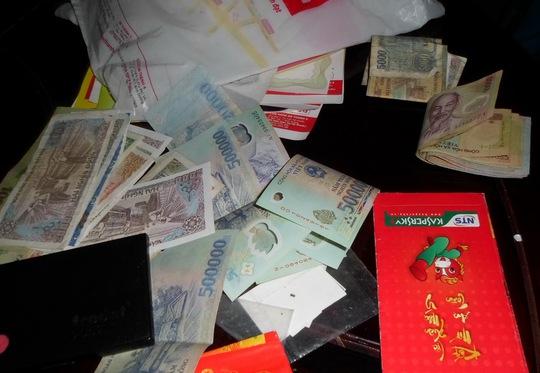 Số tiền của chị Linh bị Thu và Ngọc móc túi