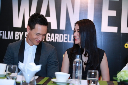Cặp tình nhân của Hương Ga luôn thể hiện tình cảm với nhau