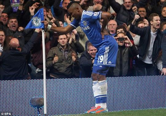 Etoo trả đũa ông Mourinho bằng màn ăn mừng ấn tượng