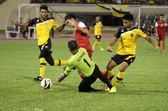 Văn Toàn suýt ghi bàn cho U19 VN
