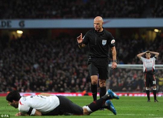 Thua đau Arsenal, HLV Liverpool đổ lỗi trọng tài