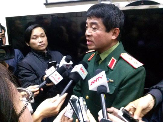 Trung tướng Võ Văn Tuấn trả lời báo chí sáng 12-3 - Ảnh: Nguyễn Quyết