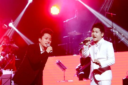 Tùng Dương - Trọng Tấn làm cả hội trường dậy sóng với ca khúc Nơi đảo xa