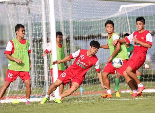 Công Phượng và đồng đội tích cục tập luyện cho trận mở màn với Hàn Quốc