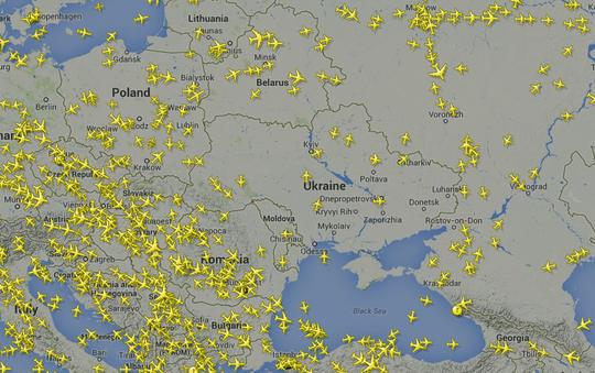 Đây là giao thông hàng không ngày 18-7 sau khi máy bay Malaysia gặp nạn. Hầu hết máy bay né không phận Ukraine. Nguồn: Flight Radar 24
