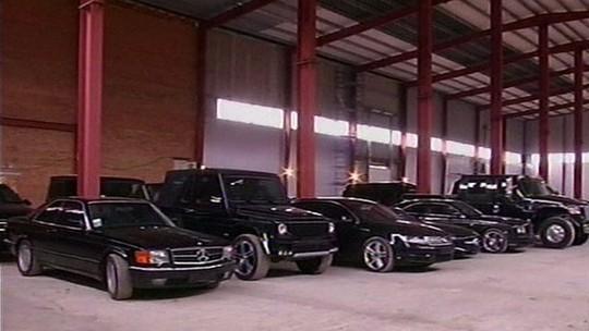 Bộ sưu tập xe hơi đắt giá được cho là của con trai ông Yanukovych. Ảnh: BBC