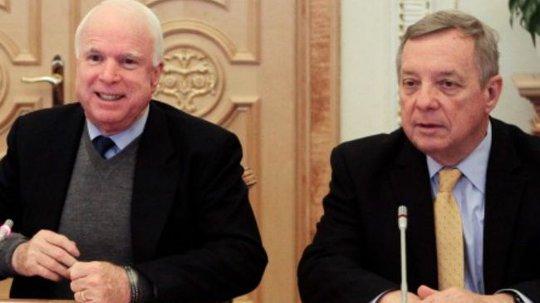 Hai thượng nghị sĩ Mỹ John McCain (trái) và Dick Durbin Ảnh: Press TV
