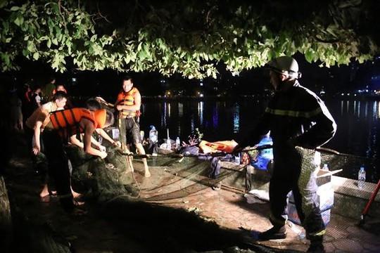 Cơ quan chức năng đã phải dùng lưới cùng các phương tiện hiện đại tìm kiếm ngay buổi tối song không thấy