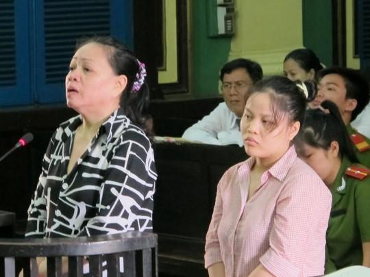 Thanh và Thuy (phải) tại phiên sơ thẩm