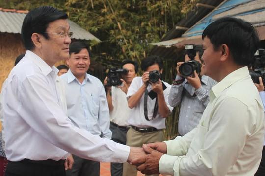 Chủ tịch nước Trương Tấn Sang thăm và chúc tết gia đình anh Trần Văn Út