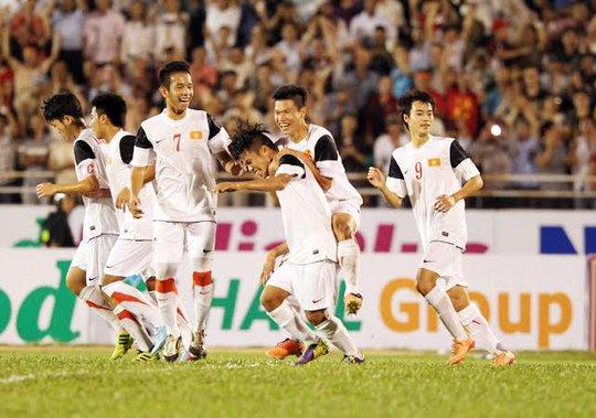 Các cầu thủ U19 VN ăn mừng bàn thắng
