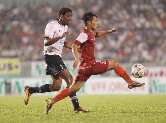 Oduwa của U19 Tottenham, một trong những cầu thủ rất lợi hại