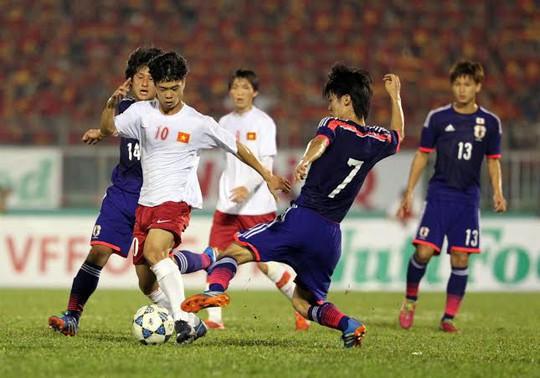 Công Phượng trở nên mờ nhạt trước các cầu thủ Nhật Bản