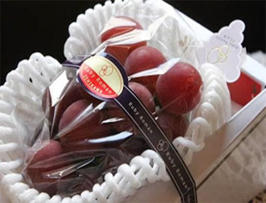 Đây được coi là loại nho đắt nhất thế giới. Năm 2011, một chùm nho được bán đấu giá 6.400 USD tại Nhật Bản. Tính trung bình, mỗi quả nho trị giá 226 USD.