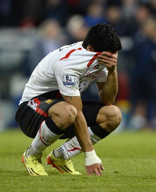 Suarez thất vọng và khóc cùng Gerrard