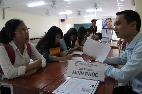 Lao động trẻ tại TP HCM tìm cơ hội việc làm tại sàn giao dịch