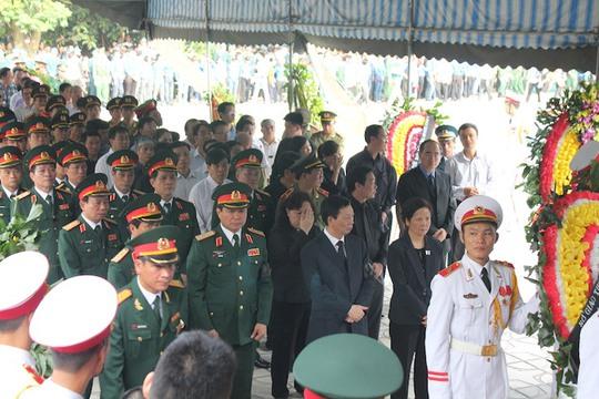 Đoàn viếng của các lãnh đạo Đảng, Nhà nước, Mặt trận tổ quốc, Bộ Quốc phòng...