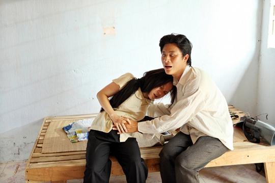 Việt Hương vào vai một cô gái khùng