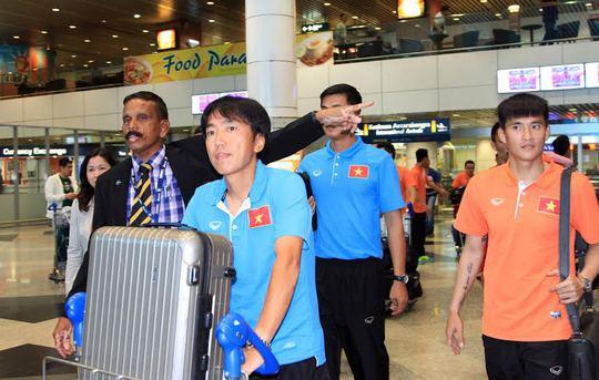 HLV Miura, Công Vinh được truyền thông Malaysia săn đón