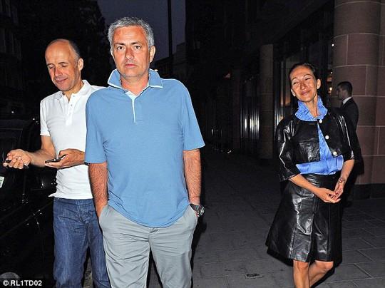 HLV Mourinho và vợ ông, bà Matilde Faria