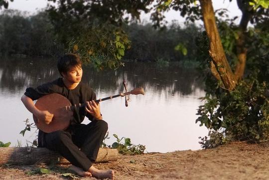 Đóng vai cố nhạc sĩ Cao Văn Lầu, Võ Minh Lâm bầm dập