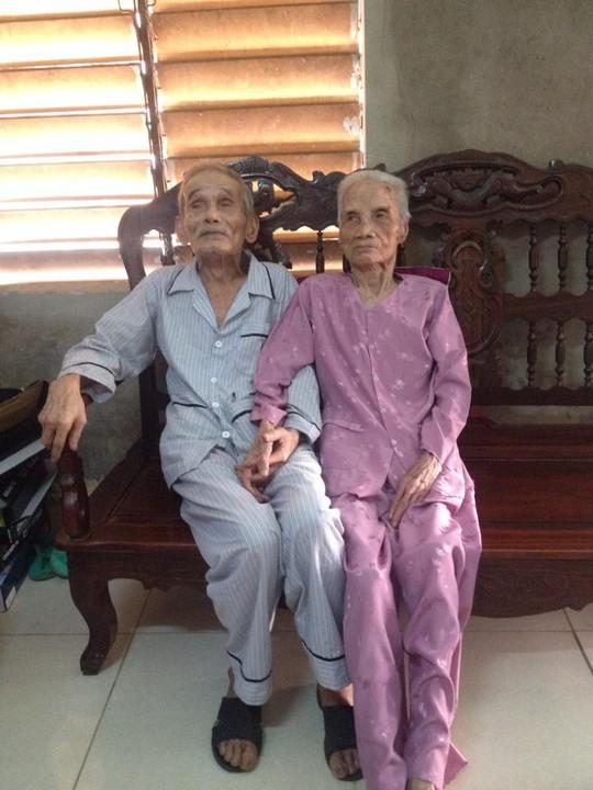 Cặp vợ chồng cao tuổi nhất Việt Nam: 106 và 104 tuổi!